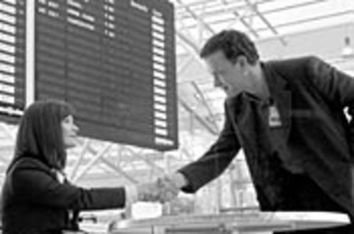 Viktor (Hanks) finds romance with Amelia (Zeta-Jones) without leaving the airport.