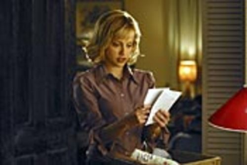 Stacy Holt (Britanny Murphy) goes rummaging through her boyfriend's past.
