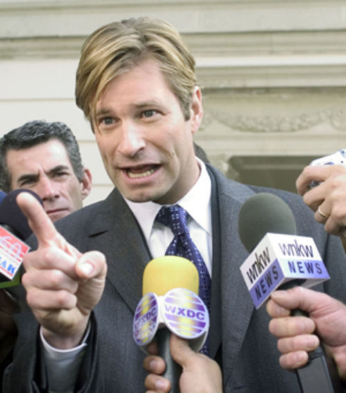 Nick Naylor (Aaron Eckhart) is an ex-jock-style salesman who puts a public face on the cigarette industry.