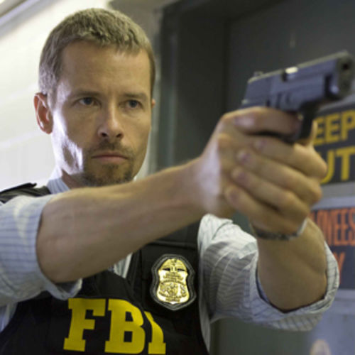 Roy Clayton (Guy Pearce) pursues a Special Ops soldier turned terrorist.