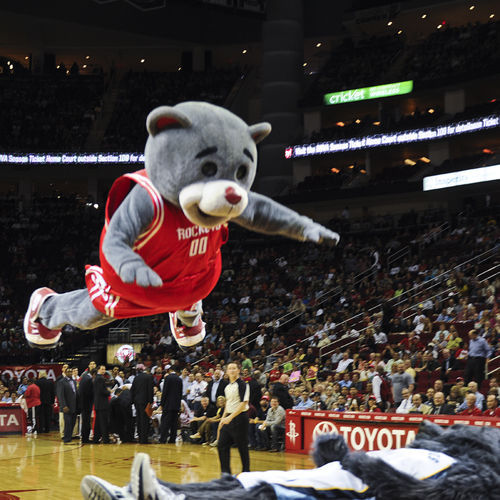 In a repeat of a stunt that seriously injured him in 2007, Clutch belly-flops onto Memphis mascot Grizz.