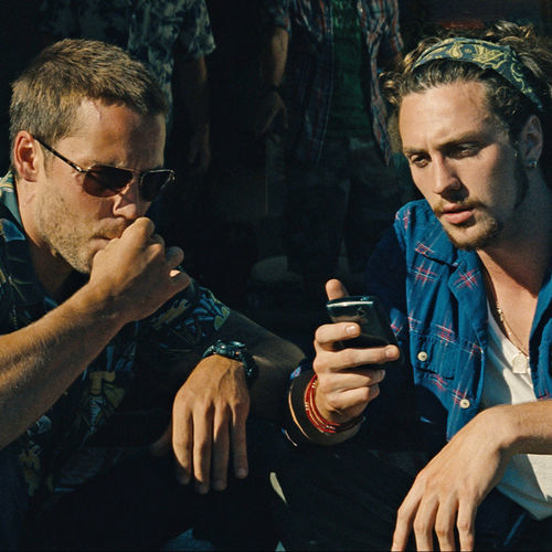 California dudes Ben and Chon (Taylor Kitsch and Aaron Johnson) get involved in a turf war.
