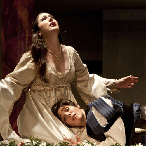 Camille Zamora nad Sarah Heltzel as Juliet and Romeo do wonders with bel canto opera.