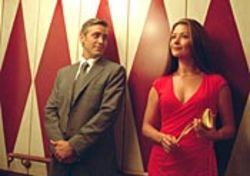 A divorce attorney (George Clooney) rediscovers love when he meets a not-to-be-fucked-with divorcée (Catherine Zeta-Jones).