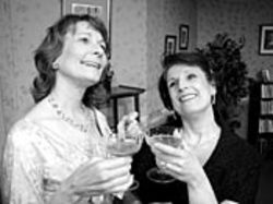 Marianne Lyon as Julia and Karla Brandau as Jane