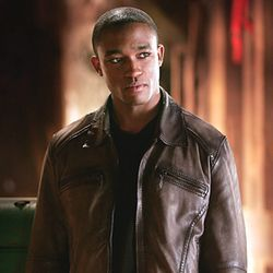 Bow Wow appeared in a 2006 episode of WB/CW teen drama Smallville.