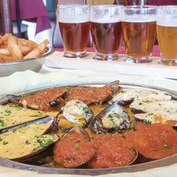 La route de Bruxelles allows diners to sample mussels prepared in a variety of ways. The dish comes with a flight of Belgian beers.