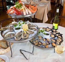 The fruits de mer Max goes brilliantly with a glass of crisp white wine.