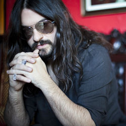 Shooter Jennings, his band Hierophant and Stephen King tear the airwaves to Black &amp;shy;Ribbons on the outlaw heir&#039;s new album.
