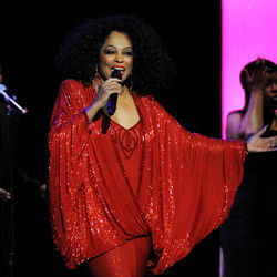 No Love Hangover Here: Diana Ross comes out for a glitzy Verizon date.