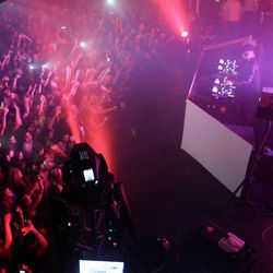 Australian duo Knife Party drew nearly 2,000 dubstep fans to Houston&#039;s Stereo Live one recent Friday night.