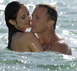 Daniel Craig&#039;s Bond: incomparably hot, unquestionably cool.