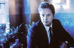 Tim Robbins plays an insurance investigator who can read minds.