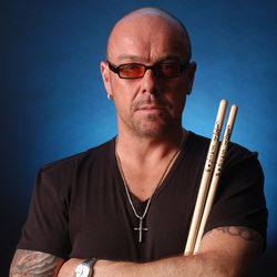 Jason Bonham's Experience sprays some physical graffiti of their own.