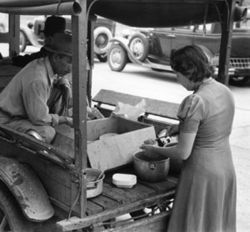 A taco truck in San Antonio, 1939.