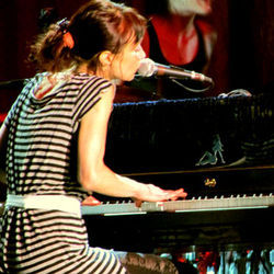 At Bayou Music Center September 21, Fiona Apple had some harsh words for some of her cellmates in Hudspeth County.