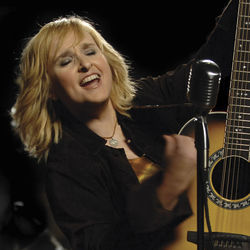Melissa Etheridge opens up the amps on Fearless Love.