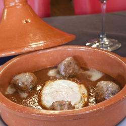 Extraordinary value: Albóndigas with a fried egg at lunch.