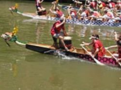 Dragon boaters drum up some momentum.