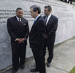 At the Holocaust Museum Houston, Quanell X says he's apologized to Jews for his hateful comments and wants to build a positive relationship with the Jewish community.