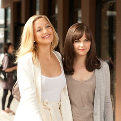 Lifelong best friends: Darcy (Kate Hudson) and Rachel (Ginnifer Goodwin).