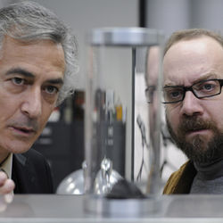 "Paul Giamatti (as himself, right) visits Dr. Flinstein (David Strathairn) and ends up in a ""soul extractor."""