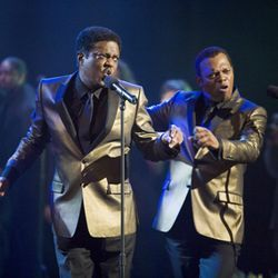 The former bandmates (Bernie Mac and Samuel L. Jackson) start staging their old act again.