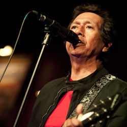 Alejandro Escovedo &amp; the Sensitive Boys rattled House of Blues&#039; plumbing at their March Bronze Peacock show.