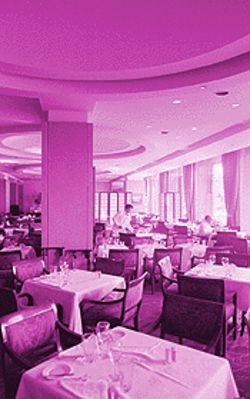 Steak & Chophouse on the Boulevard: White tablecloths, but no iced-tea spoons.