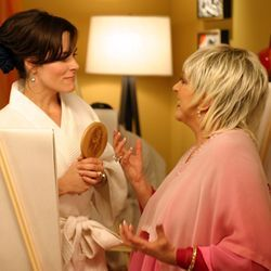 Priscilla (Parker Posey) takes a class in vaginal appreciation from Liza Minnelli.