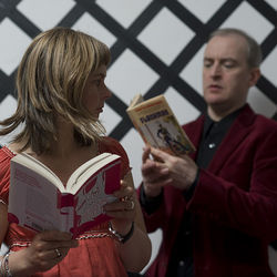 The Vaselines indulge in a little light reading.