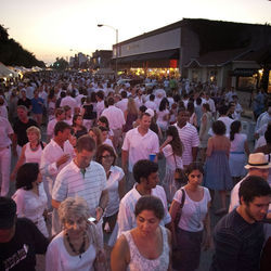 White-clad crowds converged on West 19th Street again this year despite the lack of shuttles, booze for sale, and a crazily annoying duo of hard rockers smack-dab in the middle of the art market.
